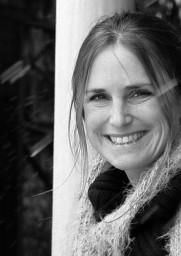 Sonja Winmer es la profesora del curso de fotografía en edición fotográfica